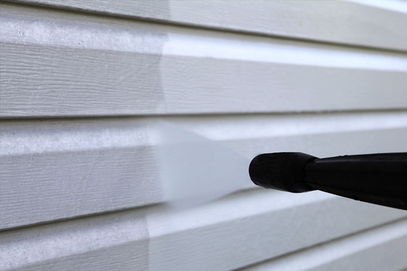 Remove Mold, Mildew, dirt and oxidation from vinyl siding